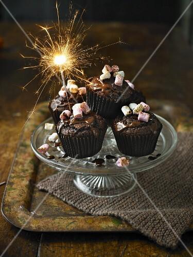 Chili-Schokoladen-Cupcakes mit Wunderkerze