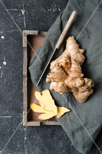 Ginger root, whole and peeled