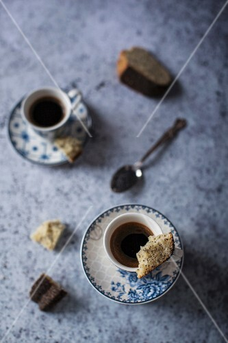 Lime poppy seed cake for a coffee break