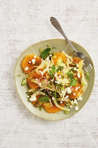 Onion and orange salad with fennel and fresh mint
