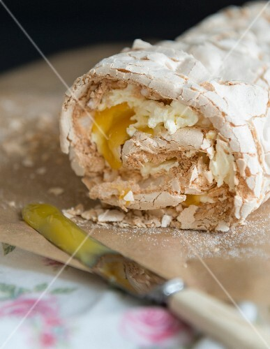 Lemon meringue roulade