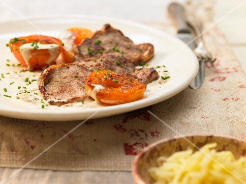 Veal minute steaks with apricots in mustard sauce