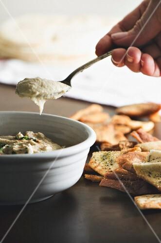 Hummus mit Pita-Chips