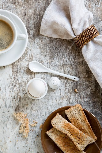 Toast with egg and coffee