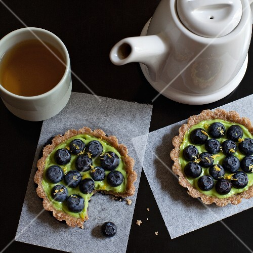 Small pies with fresh blueberries