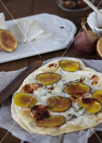 Tarte flambée with goat's cheese and figs