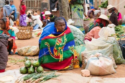 Gemüseverkäufer am Sendrisoa Wochenmarkt bei Ambalavao, Zentral-Madagaskar, Afrika