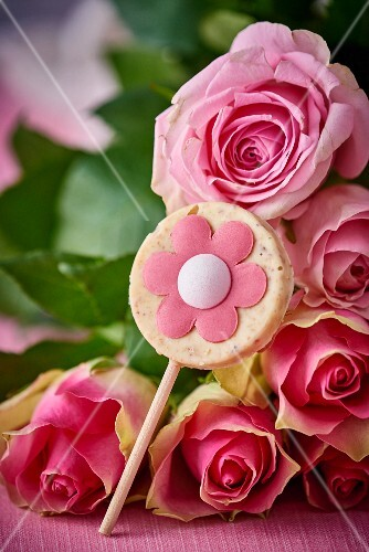White chocolate lollipop with roses