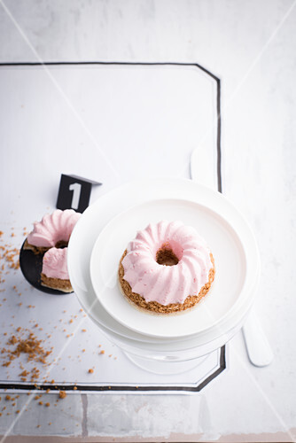 A pink cheesecake ring