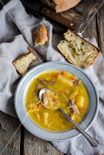 Pea soup with potatoes