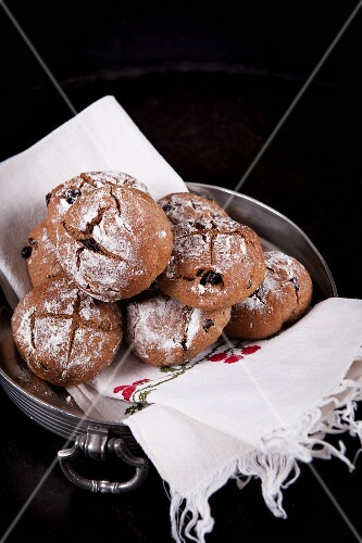 Small chestnut buns with hazelnuts, blueberries and cranberries