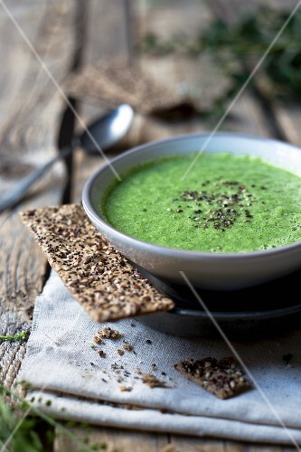 Broccoli soup with crispbread