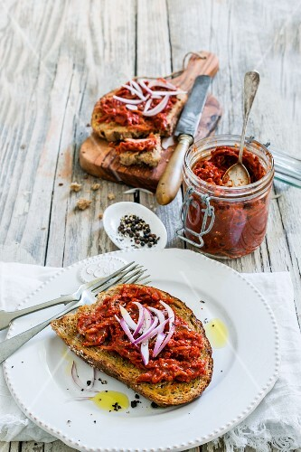 Bruschetta calabrese with red onions