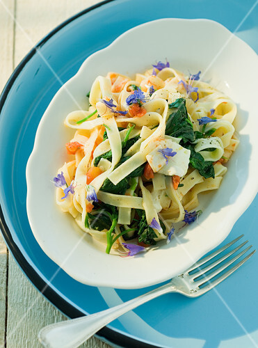 Tagliatelle with atriplex and edible flowers