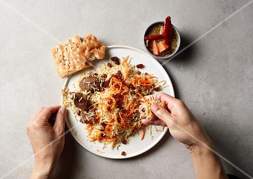 Reis mit Fleisch, Karotten und Rosinen (Afghanistan)