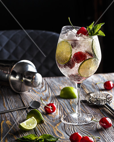 Lemonade with sweet cherries, lime and mint