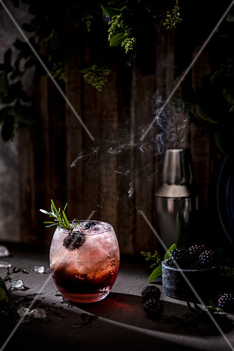 Blackberry bramble cocktail with fresh blackberries