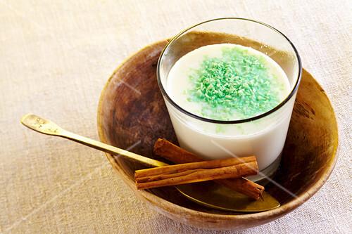 Sahlab - warmes Milchgetränk aus Ägypten mit Zimt und Maisstärke