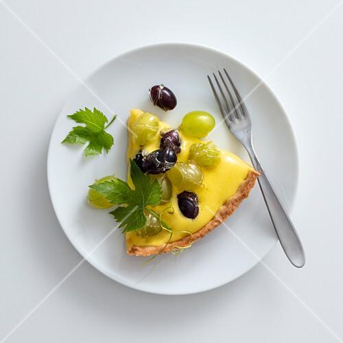 Zabaione tart with fresh grapes