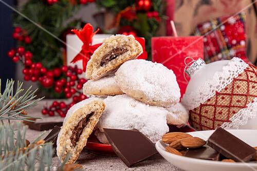 Snowball Cookies mit Schokoladenfüllung