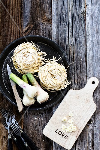 Fresh garlic, whole and sliced, with homemade pasta