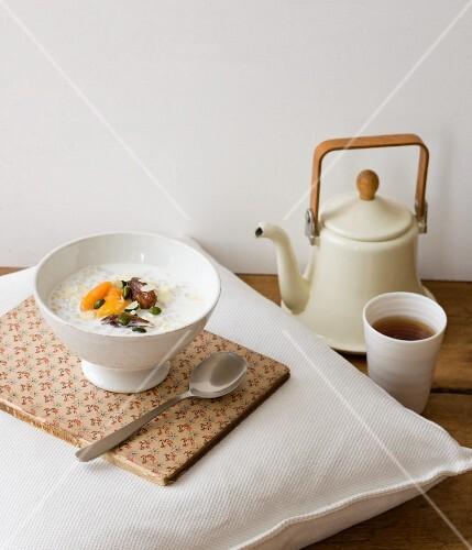 Ägyptisches Porridge mit Tee