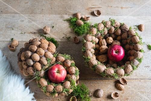 Weihnachtsdeko Zum Essen.Walnüsse Und äpfel In Körbchen Aus Bilder Kaufen 12311213