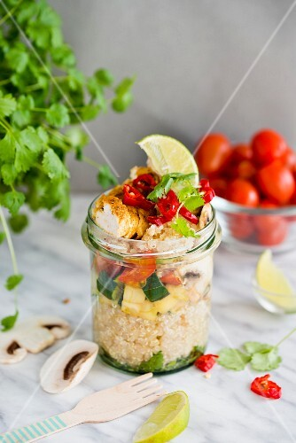 Quinoa chicken curry with courgette, muschrooms and coriander in a glass jar