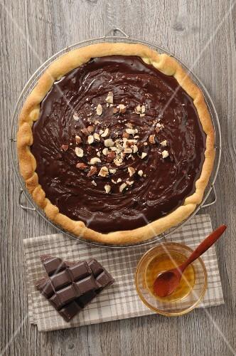 Chocolate tart with hazelnuts and honey