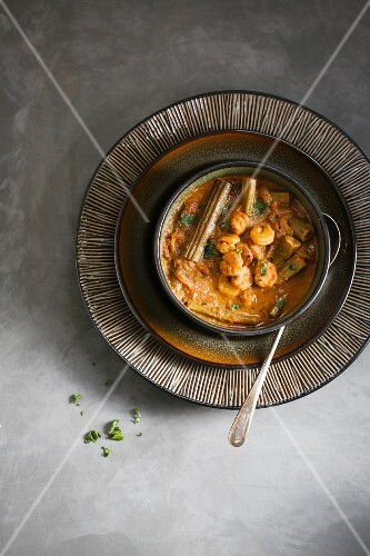 Prawn drumstick poricha kuzhambhu - Spicy and tangy shrimp and drumstick curry