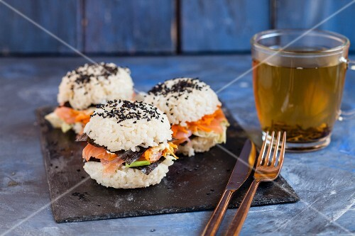 Sushi burgers with carrots, nori leaves, smoked salmon and black sesame