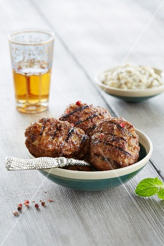 Grilled koftas with a dip and tea (Arabia)