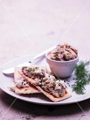 Crispbread slices with tuna spread