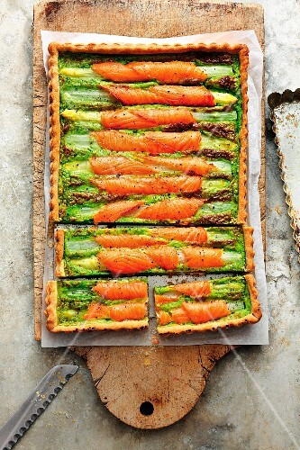 Asparagus tart with fresh herbs and smoked salmon