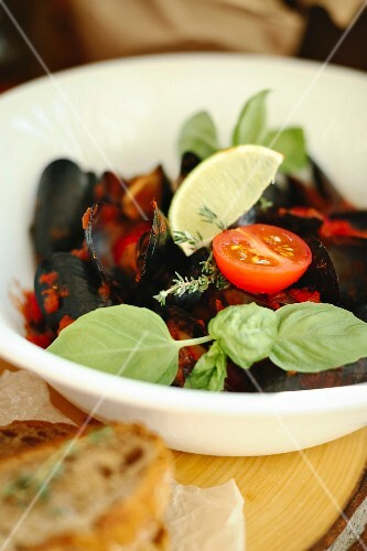 Mussels with tomatoes and basil