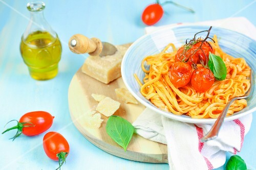Linguine with roasted tomatoes
