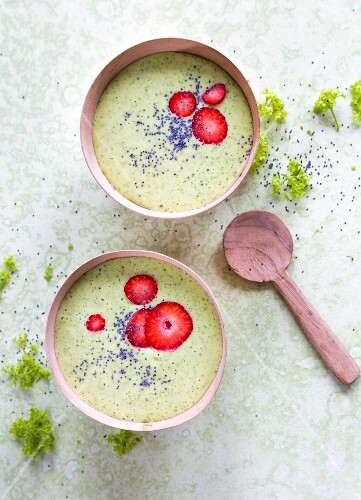 Green smoothie bowls with spinach, pineapple, strawberries and poppy seeds