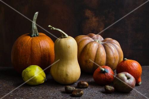 A selection of different types of pumpkin: Hokkaido, butternut squash and Muscat pumpkin