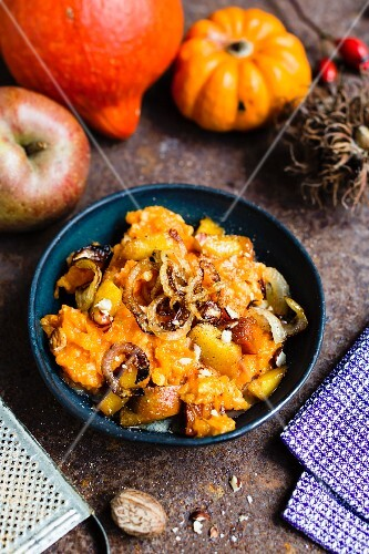 Pumpkin mash with caramelised apples, pumpkin pieces