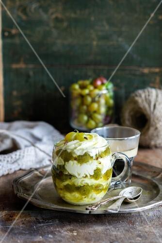 Stachelbeer-Mascarpone-Dessert
