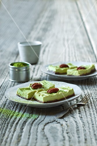 Lime and cashew cake with matcha