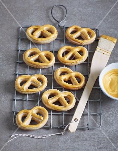 Golden Christmas pretzels
