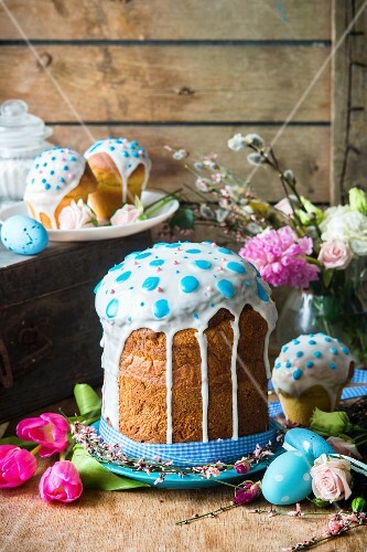 Kulitsch (Easter yeast cake, Russia)