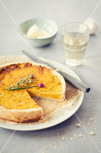 Pumpkin quiche, cut