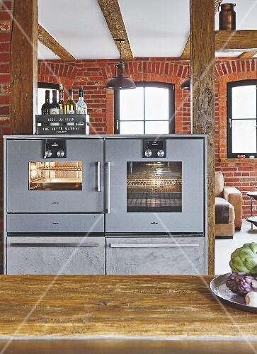 Dampfgarer Küche | Backofen Und Dampfgarer In Der Kuche Mit Ziegelwand Bild Kaufen