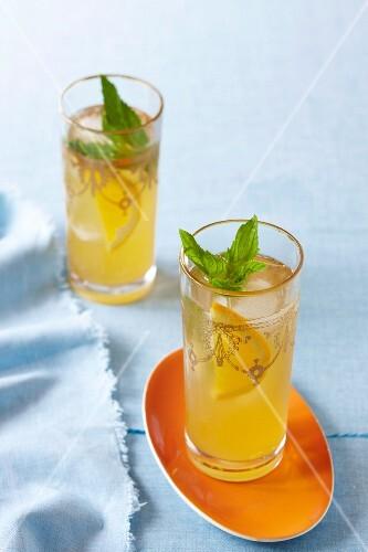 Australian navel orange iced tea