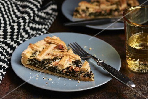 Spinach tart with smoked salmon