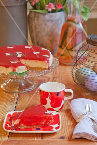 Stuck Kuchen Mit Roter Glasur Auf Bilder Kaufen 12356775