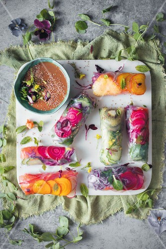 Crunchy pickled salmon rolls with a peanut dip (Asia)