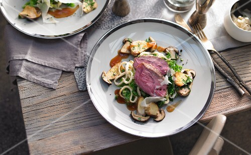 Veal with savoy cabbage and noodles
